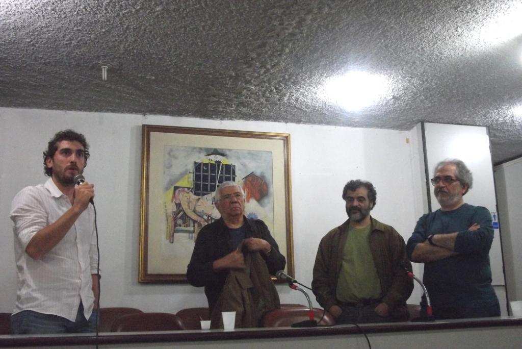 O diretor-executivo da Abraji, Guilherme Alpendre, o jornalista Audálio Dantas, o presidente do SJSP, José Augusto Camargo e Geneton Moraes Neto (Imagem: Daniela Gualassi)