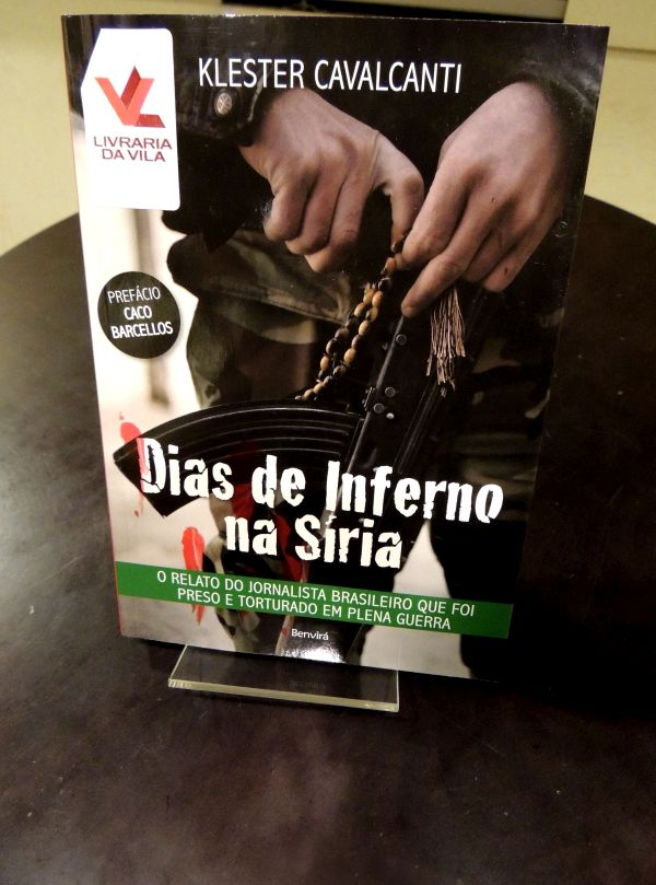 """Livro """"Dias de Inferno na Síria"""". Foto: Letícia Mota."""