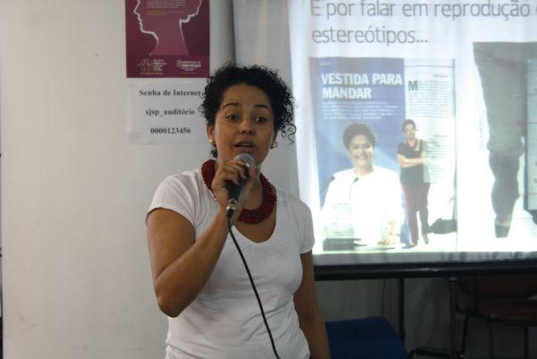 Bianca Santana, jornalista especialista em educação e cultura digital, professora do curso de Jornalismo da Faculdade Cásper Líbero e idealizadora da Casa de Lua. Foto: Emílio Coutinho.