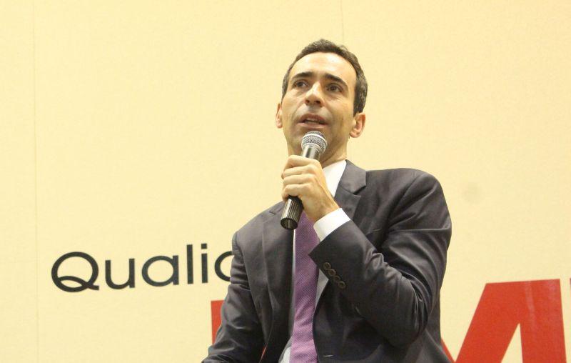 O âncora do SPTV acredita que a tendência do fazer jornalismo esteja se tornando cada vez mais regional. Foto: Emílio Coutinho