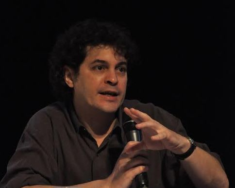 O colunista da Folha de S.Paulo, Manuel da Costa ressaltou a dificuldade que se tem em fazer uma reportagem no ramo do jornalismo cultural. Foto: Giulia Granchi