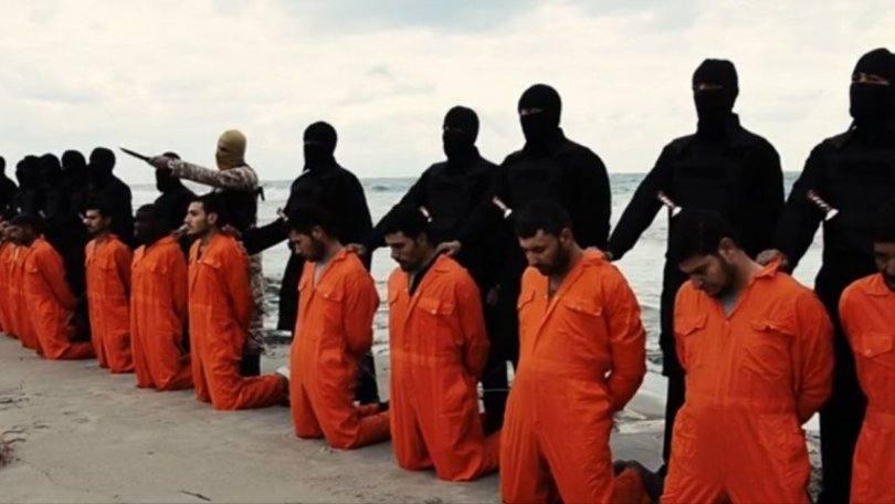 Grupo jihadista Estado Islâmico durante decapitação de 21 cristãos. (Foto: Reprodução)