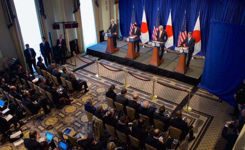 Secretário de Estado americano, John Kerry, reúne-se com ministros do Japão. Foto: State Department (Domínio Público)