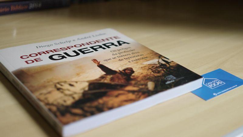 O livro possui 240 páginas, contando com uma seleção de fotos produzidas por André Liohn nos últimos cinco anos. Foto: Evandro Rosso
