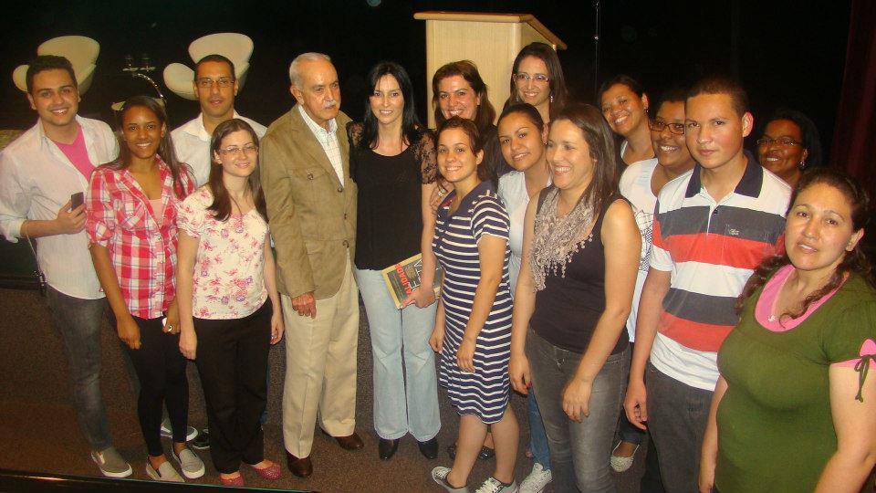 Autores do livro ao lado de José Hamilton Ribeiro