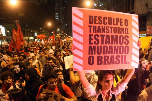 Manifestação contra o aumento da tarifa dos ônibus em São Paulo Foto: Folhapress