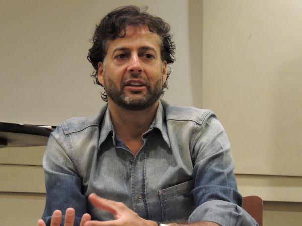 Jornalista Klester Cavalcanti durante a palestra. Foto: Letícia Mota.