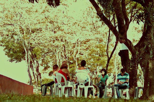 """Roda de terapia comunitária retratada no livro-reportagem """"De Dentro Para Fora: Roda de Terapia do Engenho do Meio"""" Foto: Ramone Soraya."""