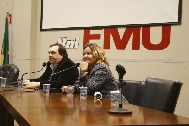 O diretor geral do Datafolha, Mauro Paulino, ao lado da Coordenadora do Curso de Jornalismo da Fiam Faam, Márcia Avanza. Foto: Emílio Coutinho