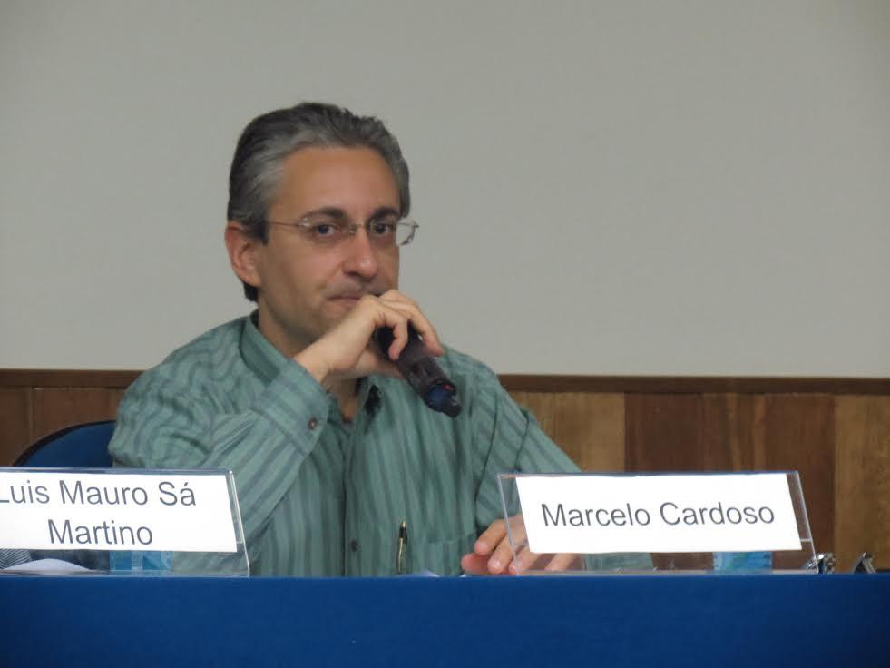 """Na opinião do professor Marcelo Cardoso """"talvez o jornalismo de redação precise, até com certa urgência, da academia"""". Foto: Camila Alvarenga"""