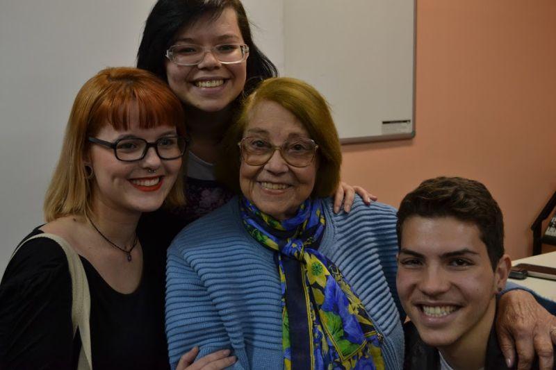 Vida Alves contou para os alunos as dificuldades do período de implantação da TV no Brasil. Foto: Tiago Alves