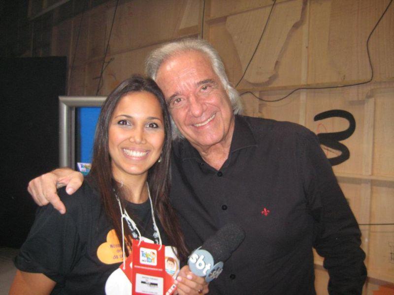 Mariana Alonso após entrevista com o maestro João Carlos Martins durante o Teleton. Foto: Arquivo Pessoal